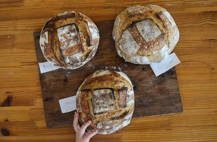 Na čem se dá upéct chleba?