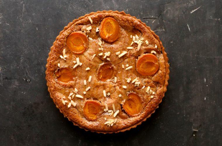 Křehký koláč s ořechovým krémem