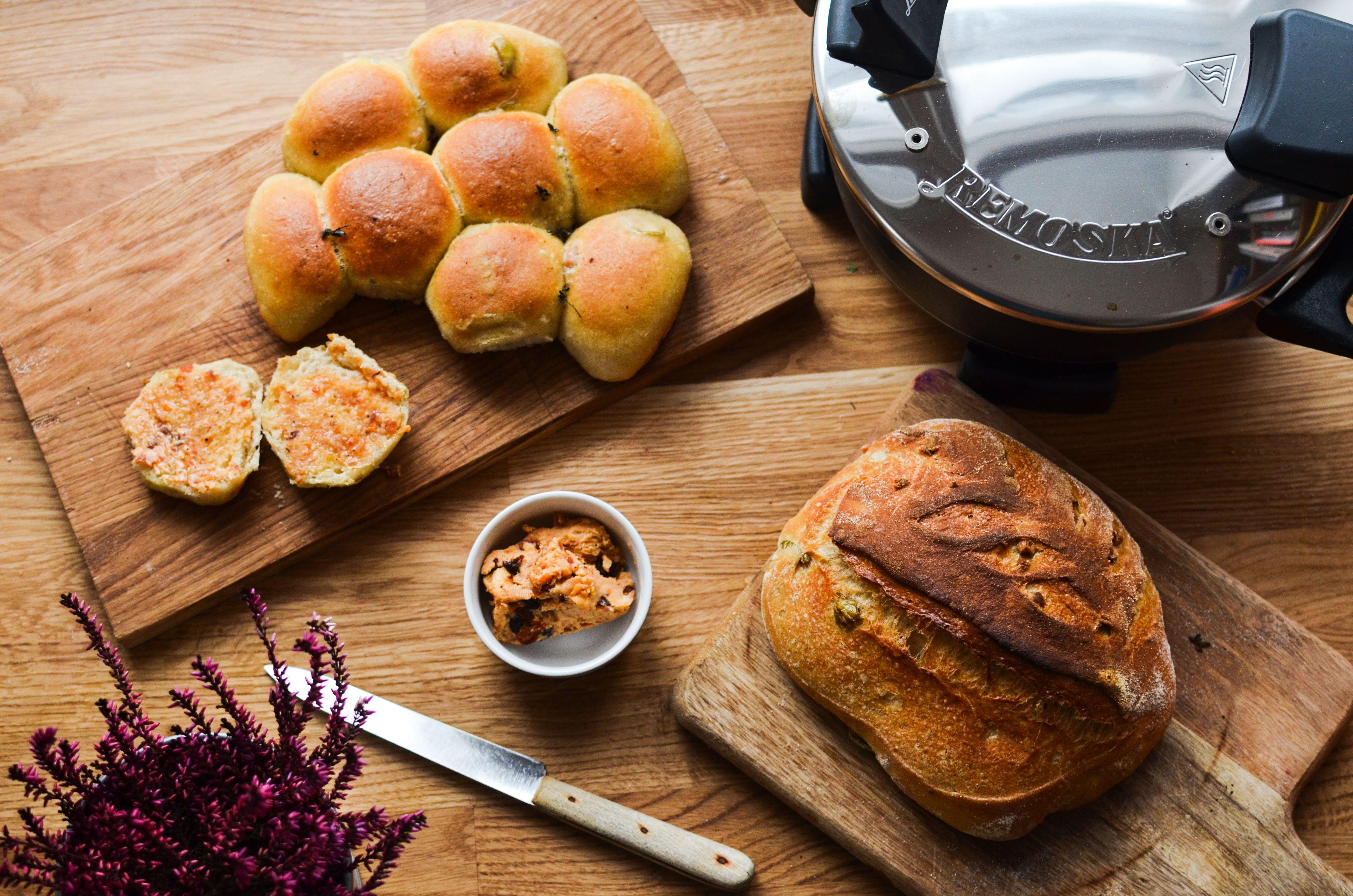Olivový chléb a housky z Remosky
