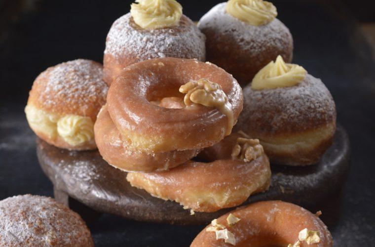 Koblihy & donuty se ciderem a třemi polevami