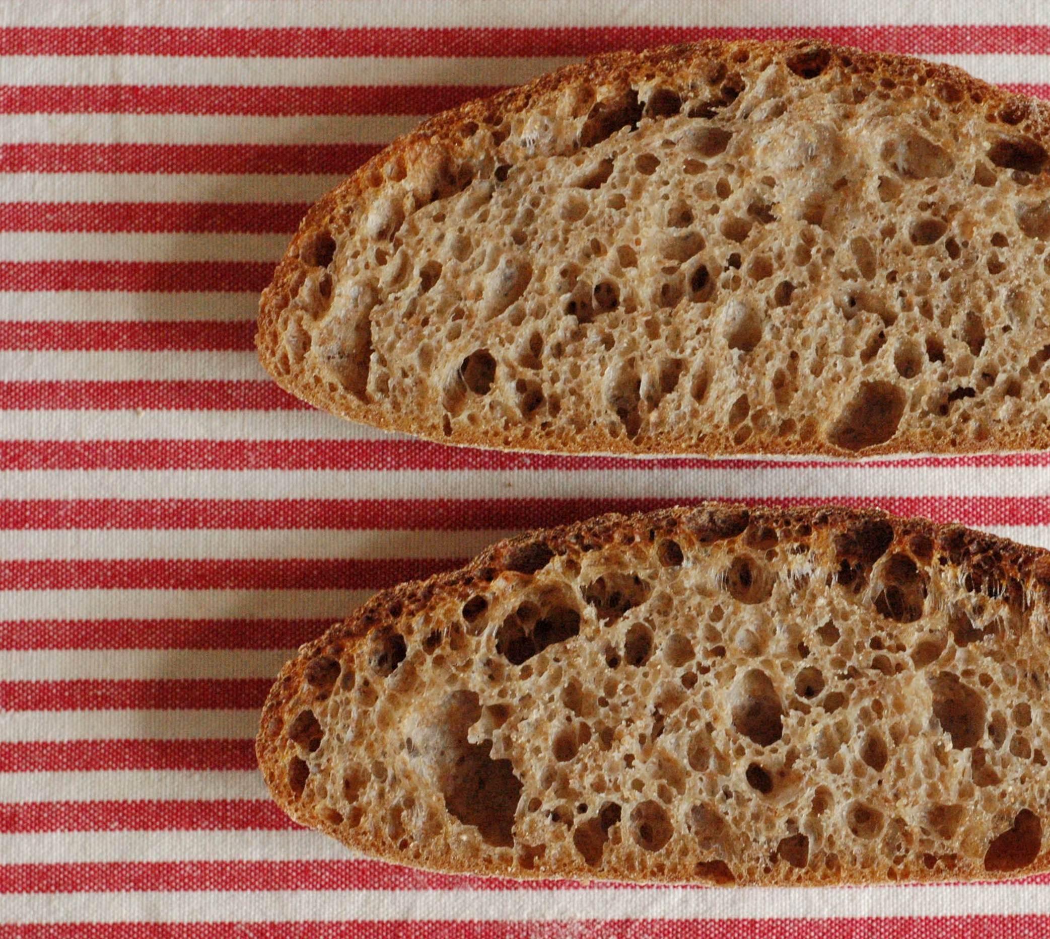 Špaldovo-pšeničný celozrnný chléb