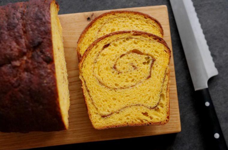 Dýňový toastový chléb se skořicovou spirálou