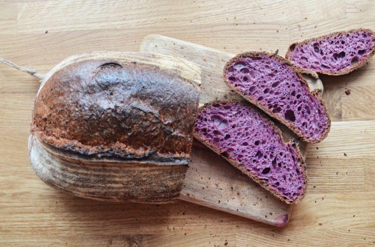 Chléb s fialovou mrkví a špaldou