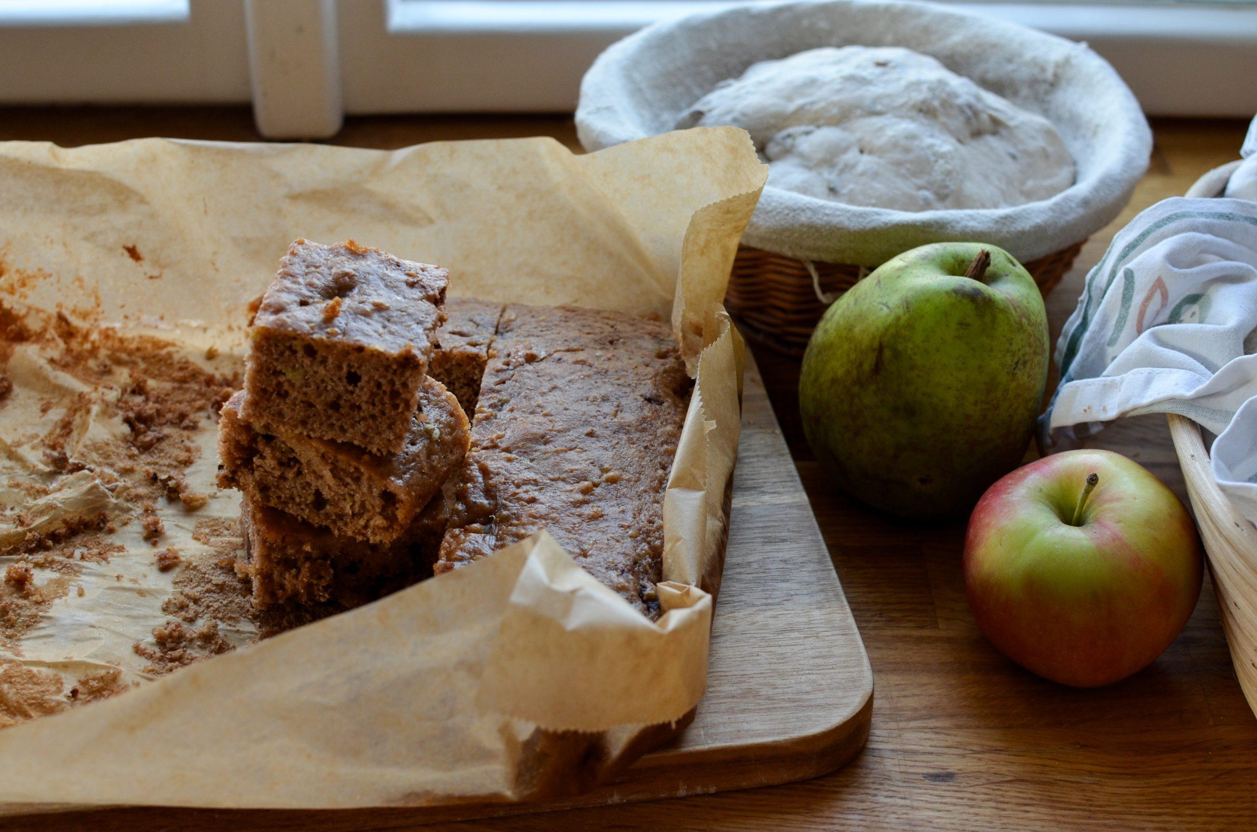Velevláčný jablečný koláč či perník