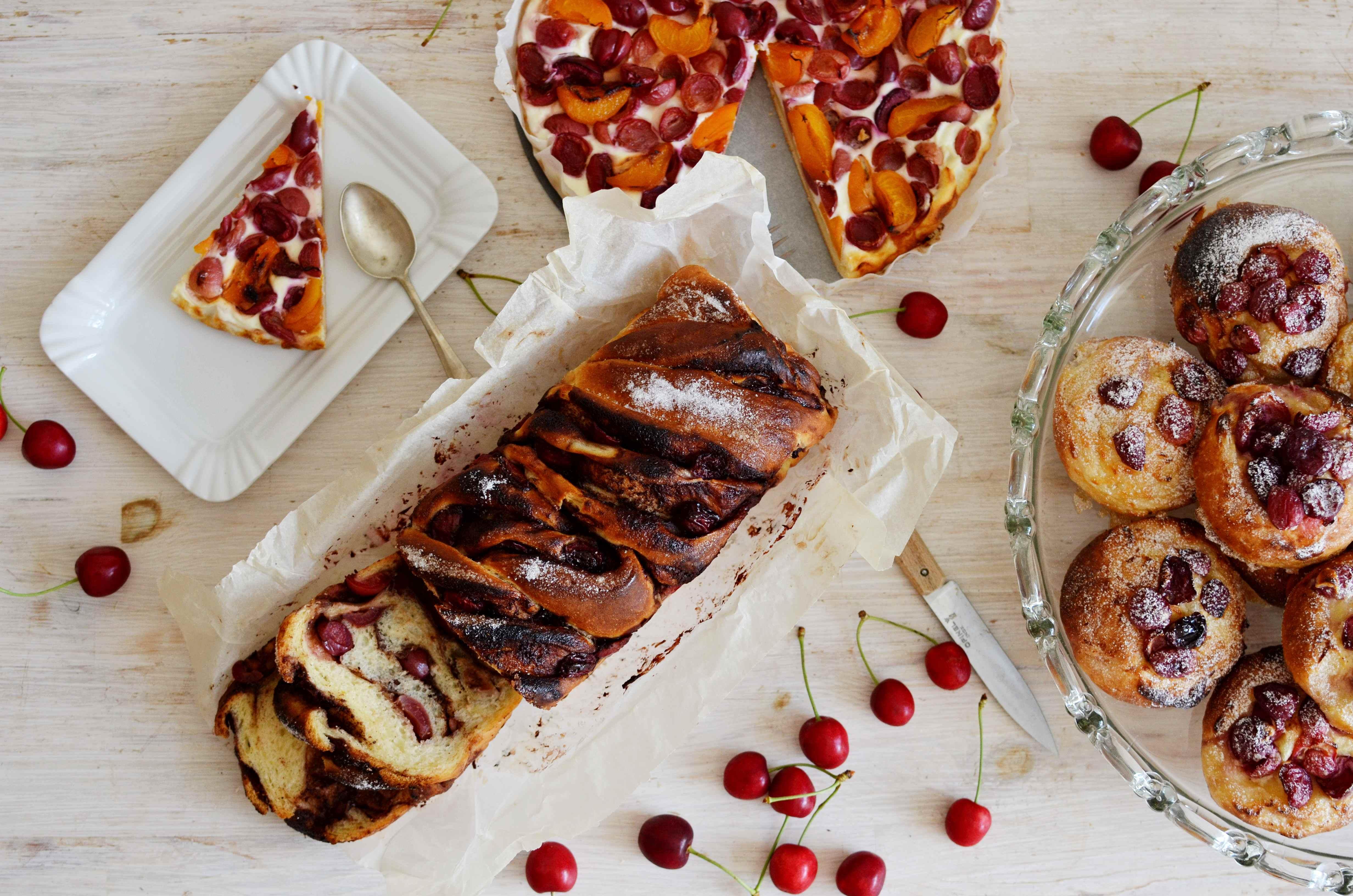 Letní snídaňové briošky, koláč a babka z jednoho těsta